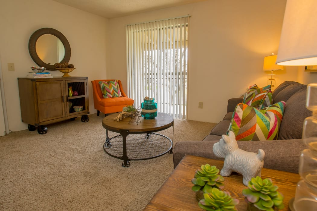 Well decorated living room at Country Hollow in Tulsa, Oklahoma