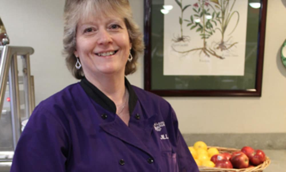 Dining services at Traditions of Hanover in Bethlehem, Pennsylvania