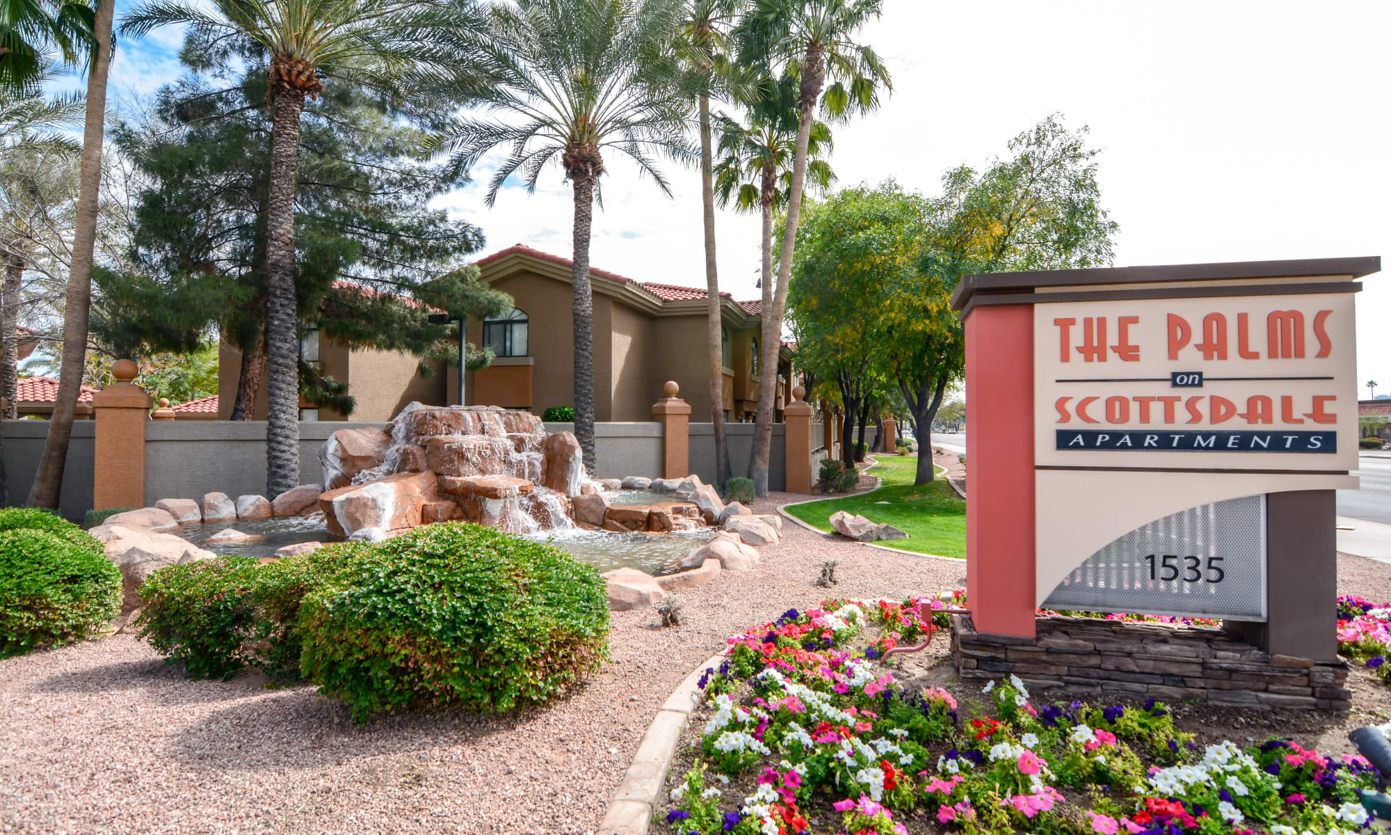 Apartments at The Palms on Scottsdale in Tempe, Arizona