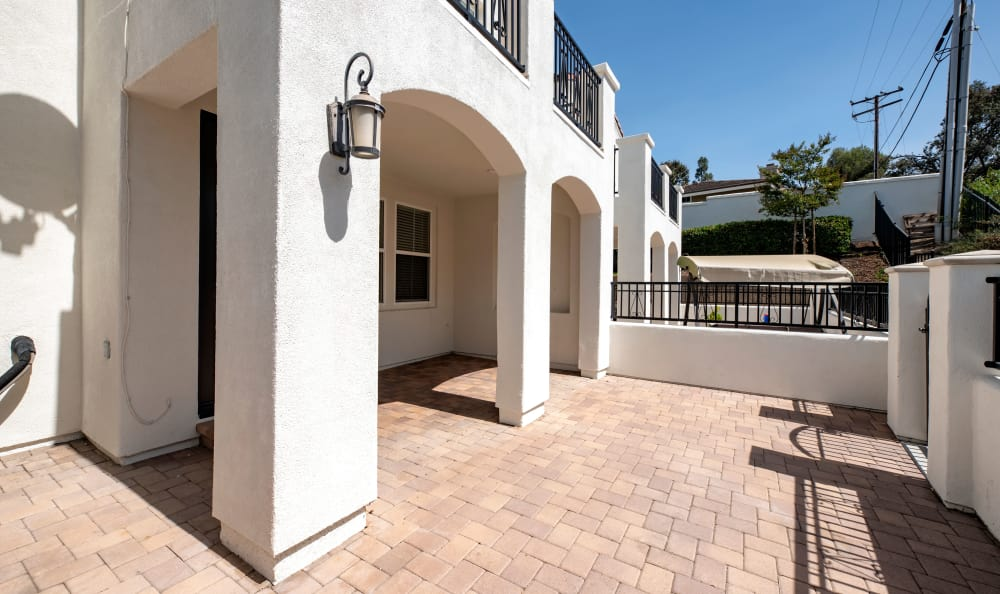 entry at IMT Rancho Serrano Townhomes in Thousand Oaks, CA