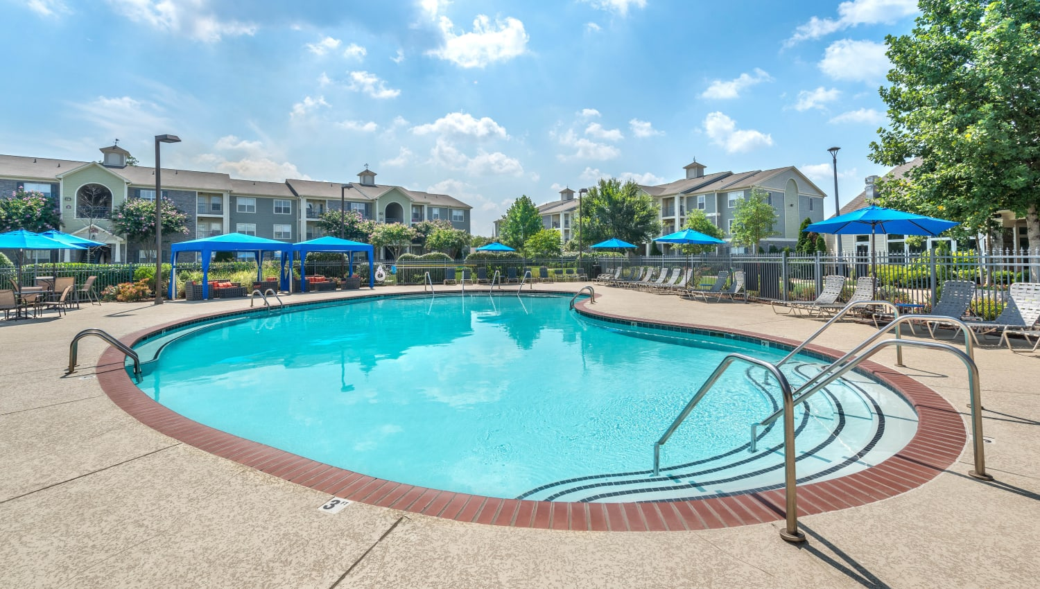Resort-style swimming pool at Olympus Hillwood in Murfreesboro, Tennessee