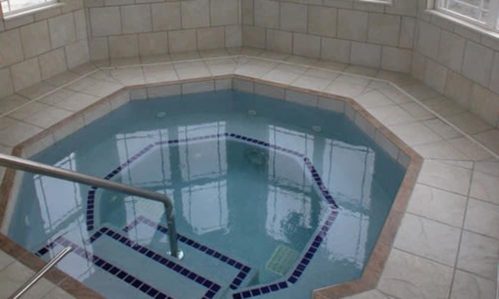 Hot tub spa at Turnbury Park