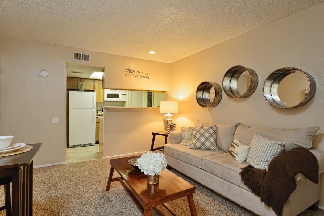 1 2 Amp 3 Bedroom Apartments In El Paso Shadow Ridge