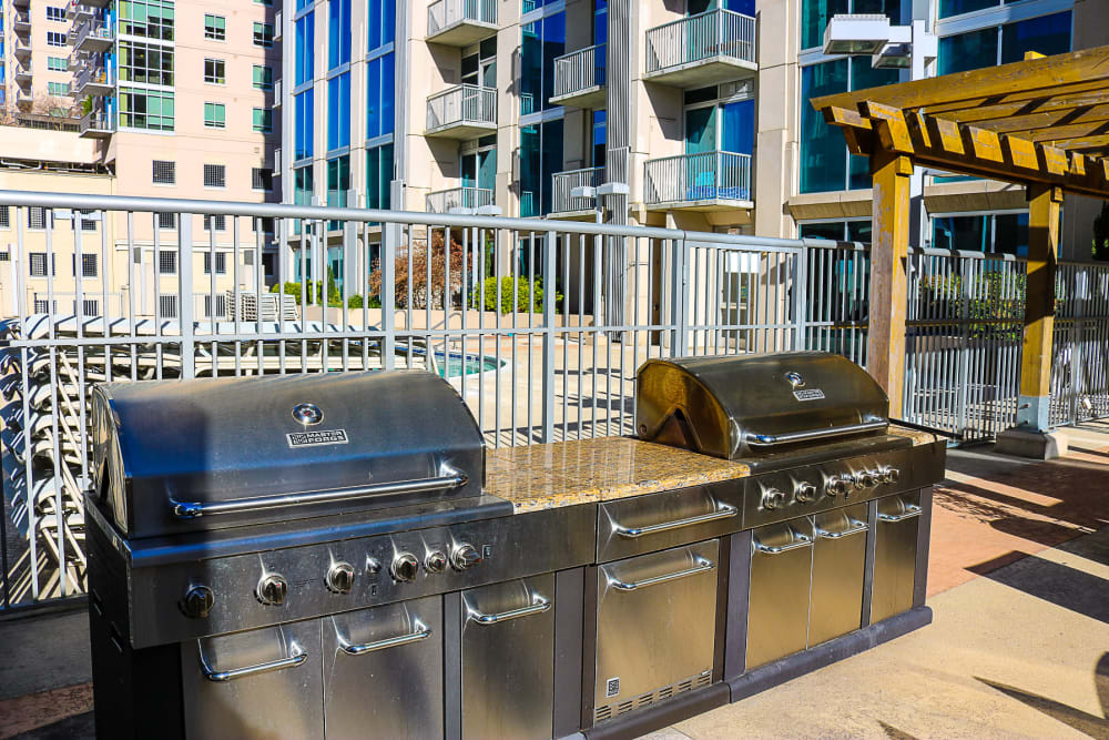 apartment communities with grills