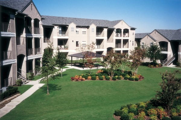 Exterior view of Briargrove at Vail in Dallas, Texas