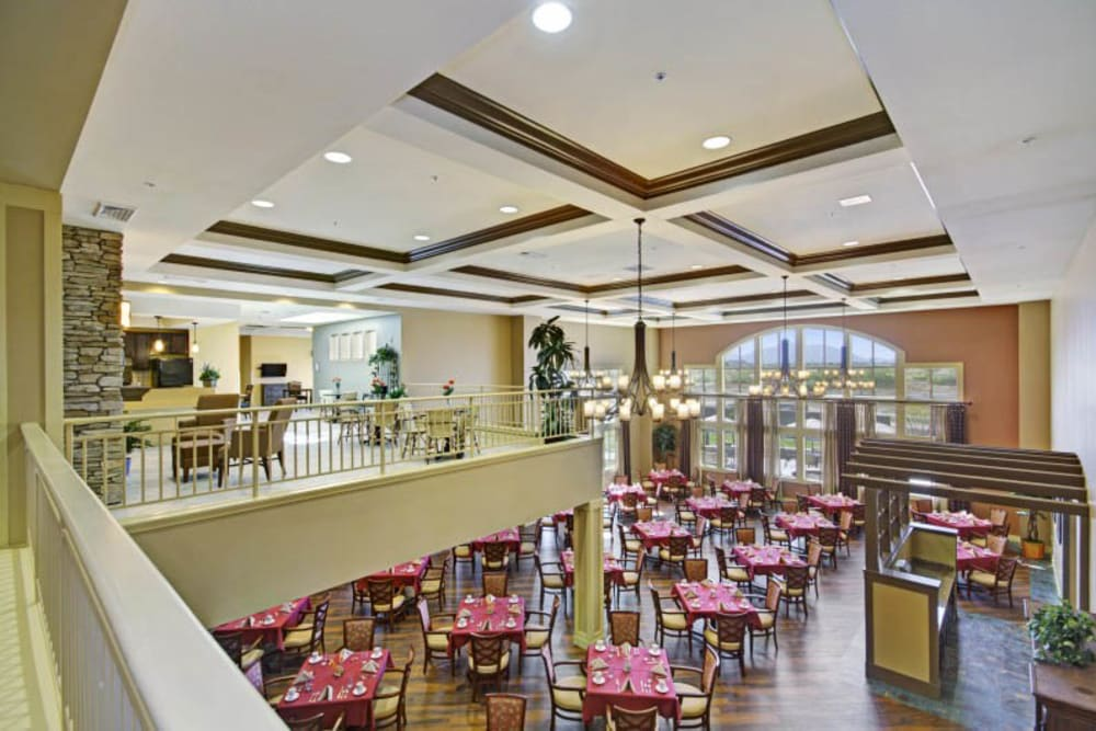 Spacious dining room at The Oaks, A Merrill Gardens Community in Gilbert, Arizona.