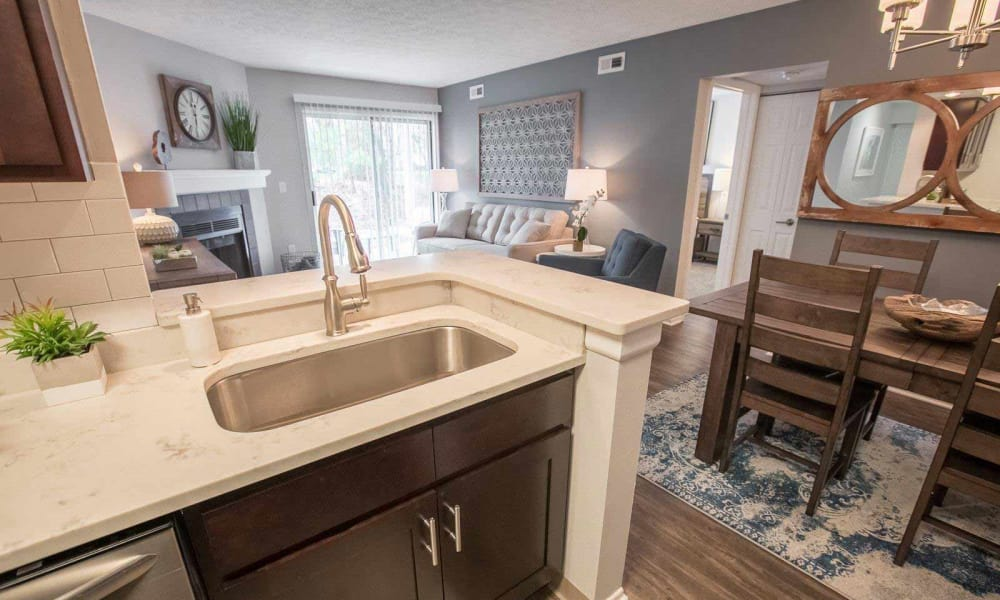 Hunter's Chase Apartments offers a state-of-the-art kitchen in Westlake, Ohio