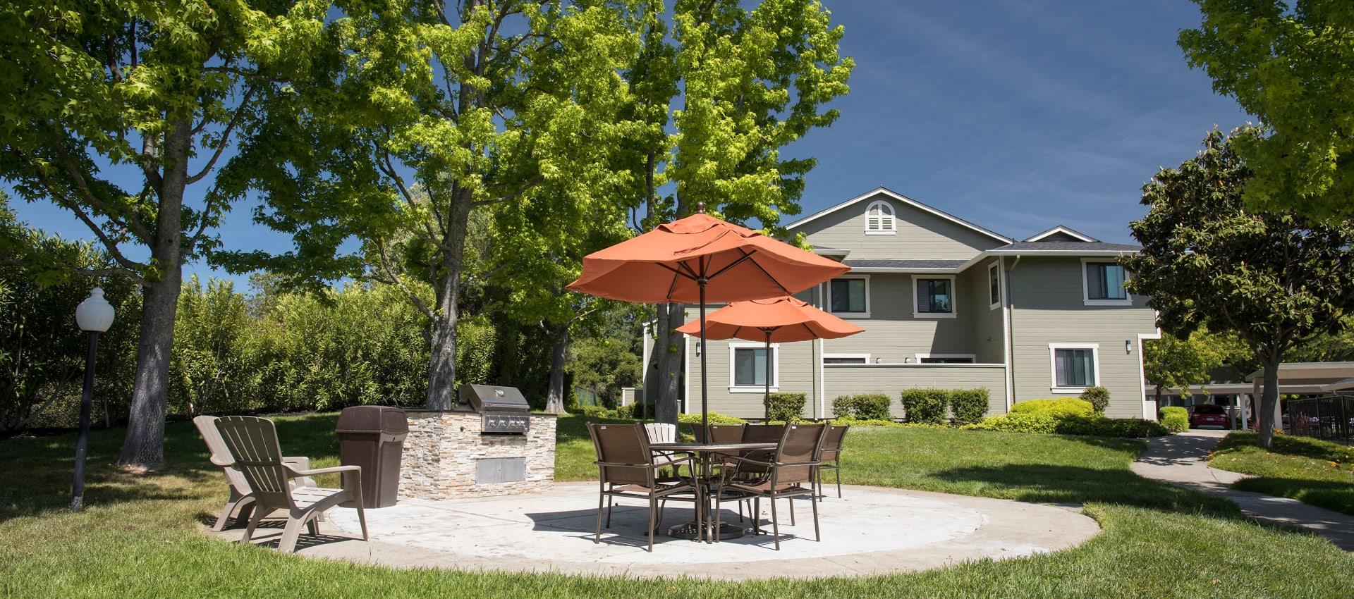 Community area at Ridgecrest Apartment Homes in Martinez, California