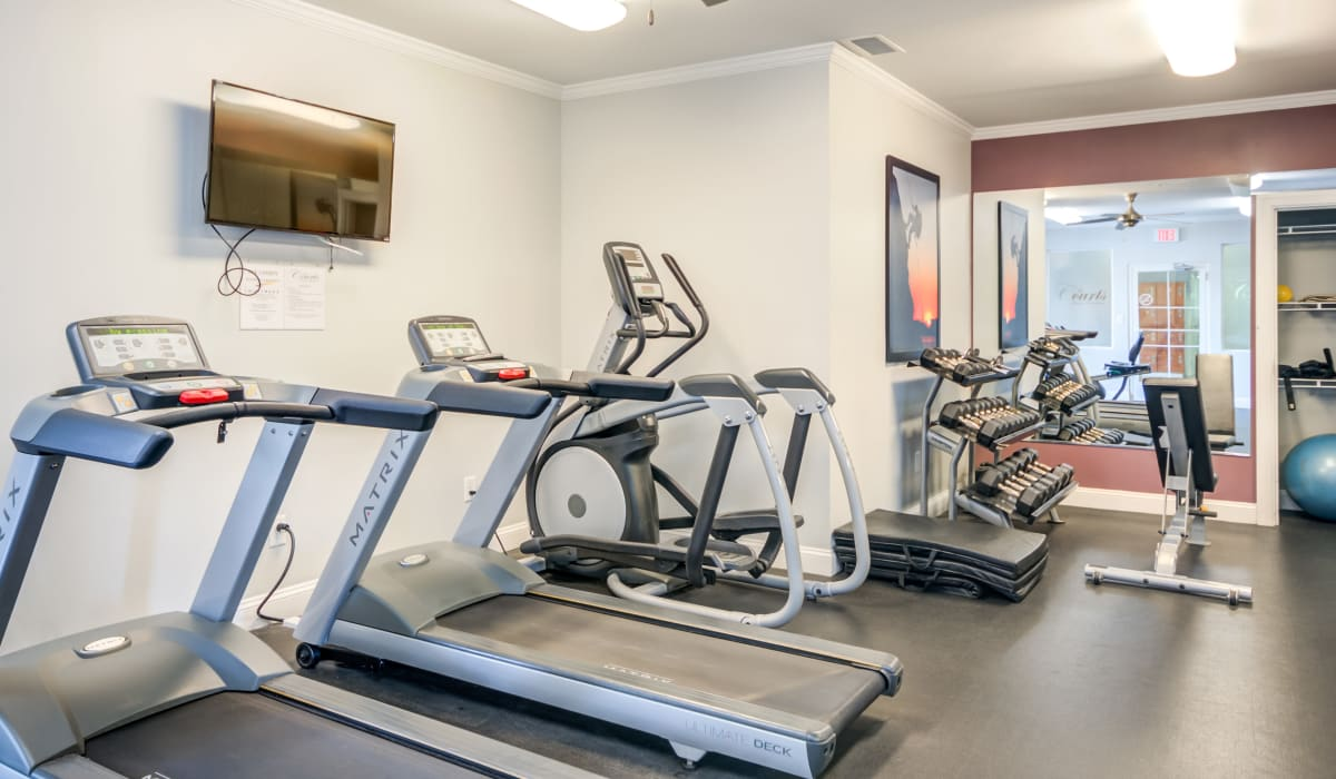 A upscale fitness center at Manassas Station Apartments in Manassas, Virginia