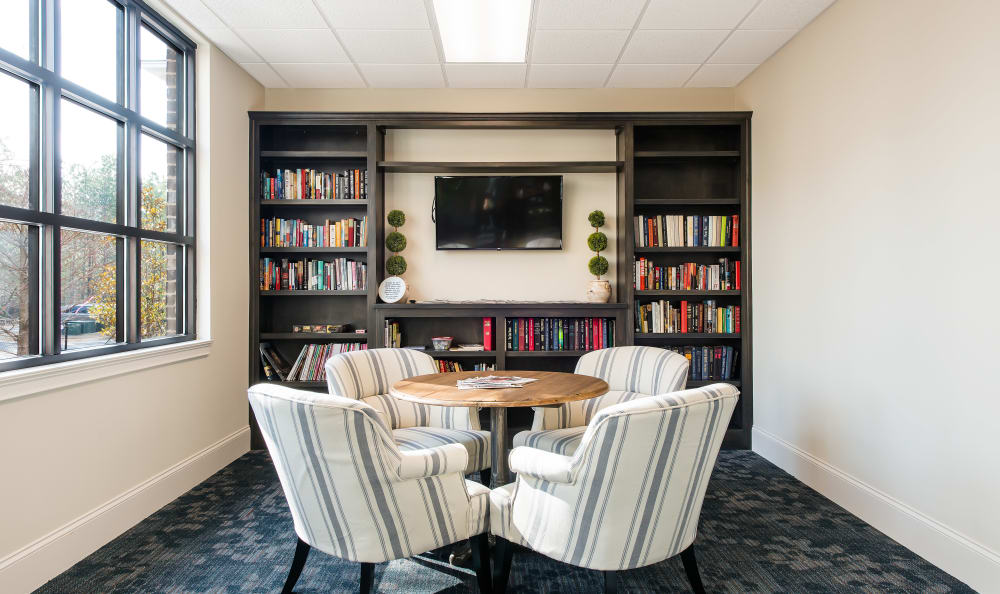 The Mansions at Alpharetta offers a library in Alpharetta, Georgia