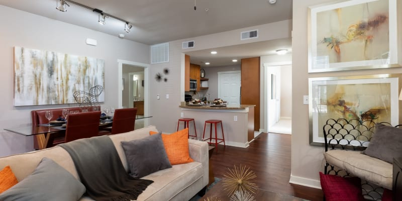 View virtual tour for 2 bedroom 2 bathroom unit at Lakefront Villas in Houston, Texas