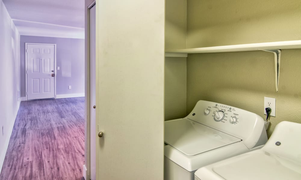 Laundry room at Vista at 23 Apartments in Gresham, OR
