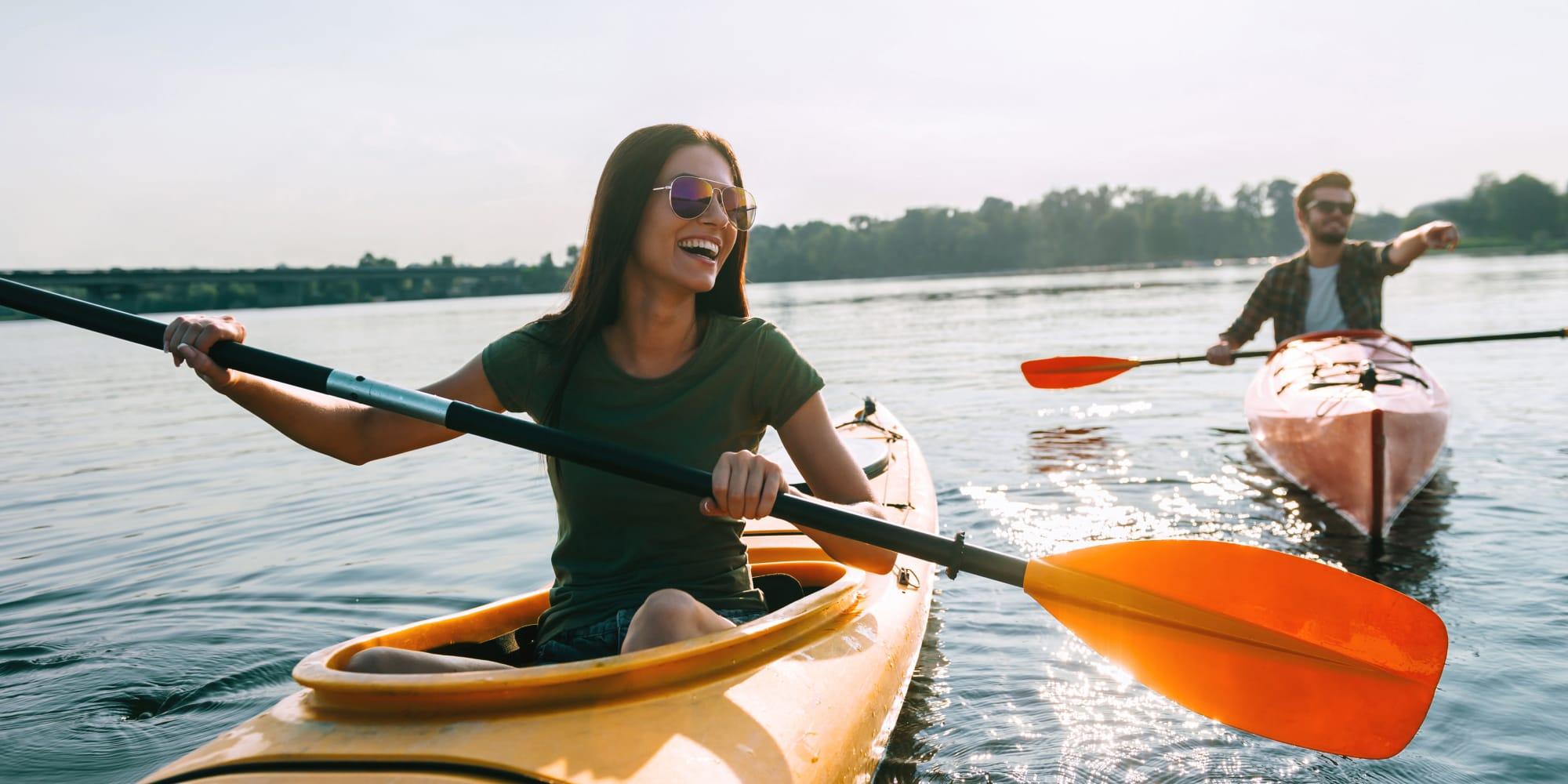 Couple kayaking in Mulberry, Florida