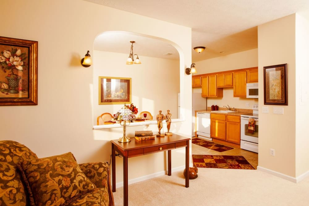 Sunlit furnished apartment at Governor's Port in Mentor, Ohio