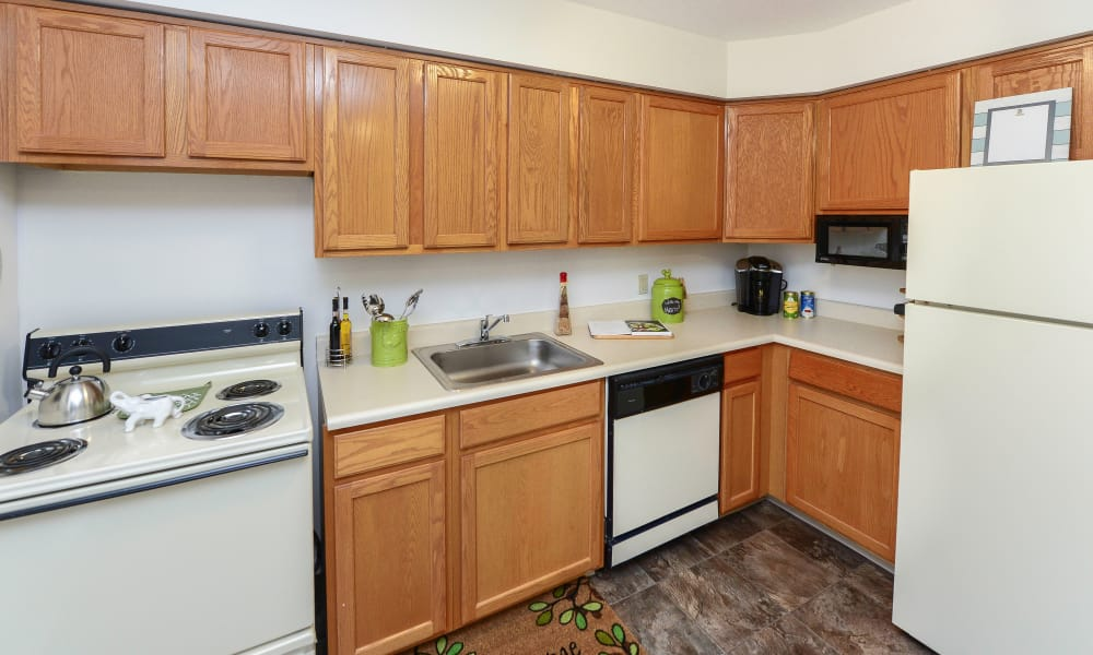 Enjoy a modern kitchen at Eatoncrest Apartment Homes