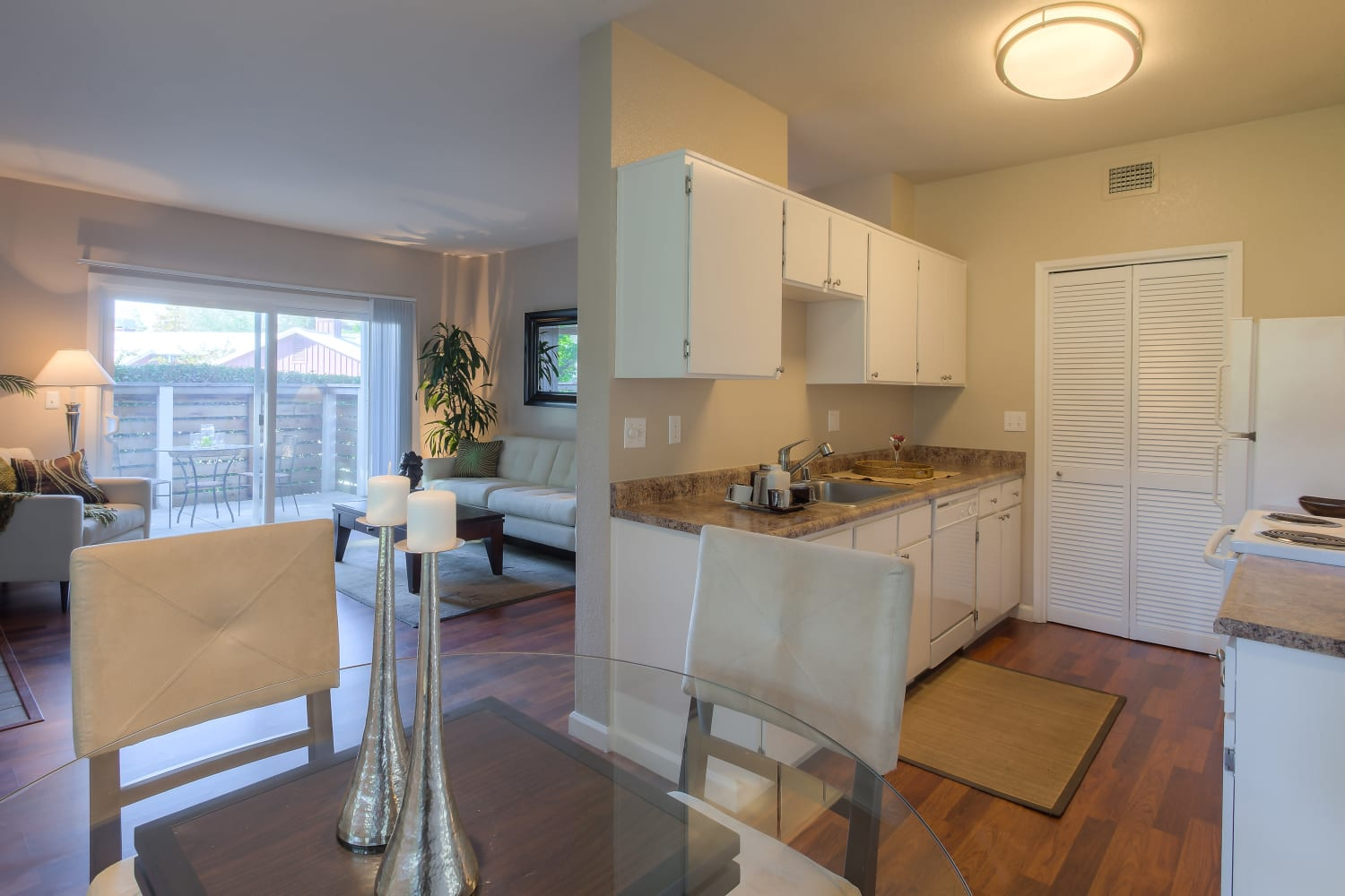 Cotton Wood Apartments in Dublin, California, offer modern finishes in the kitchen and throughout