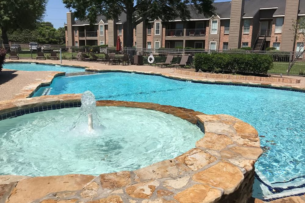 Resort-style fountain and pool at Broadstone Briar Forest in Houston, Texas
