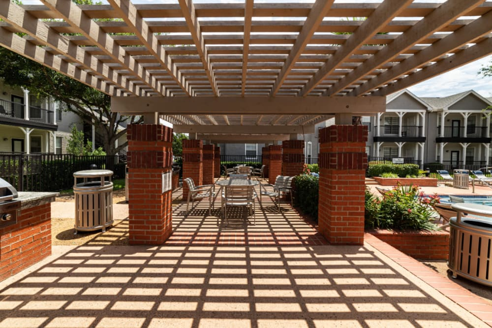 Outdoor BBQ and dining area at Marquis at Lantana in Flower Mound, Texas