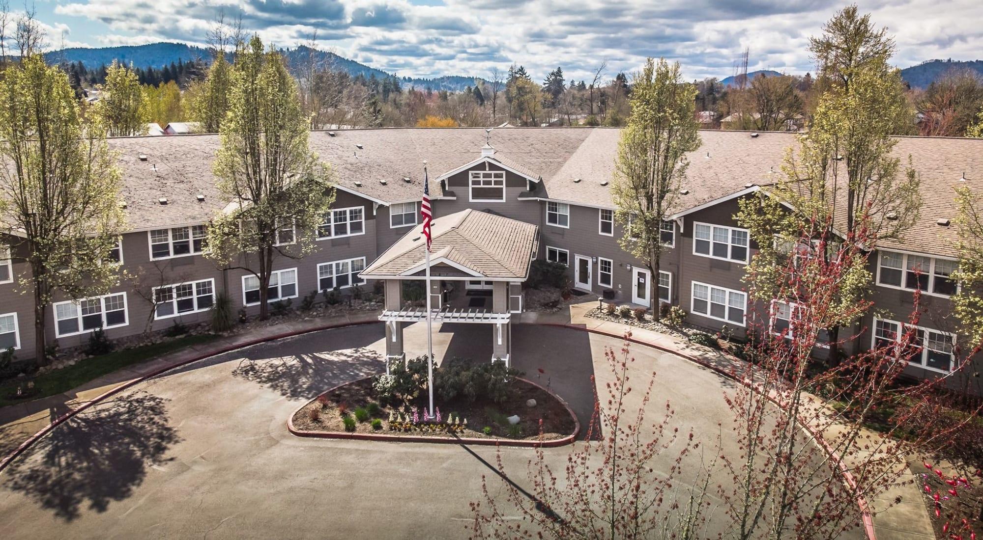 Exterior of Woodside Senior Living in Springfield, Oregon