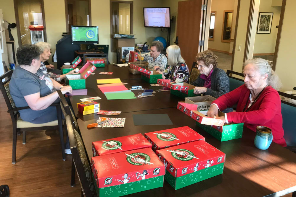 Residents enjoying an activity at Edencrest at Siena Hills in Ankeny, Iowa