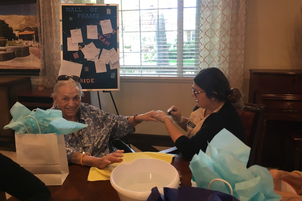 Resident Activities at Pacifica Senior Living Palm Springs