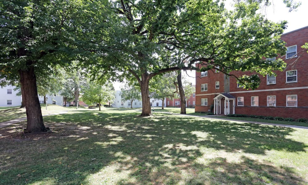 Shaded lawns in Des Moines, Iowa at Windsor Terrace