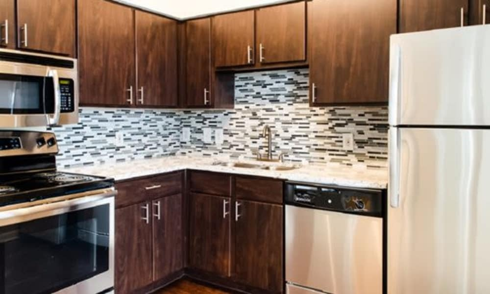 Station at Mason Creek offers a fully equipped kitchen in Katy, Texas