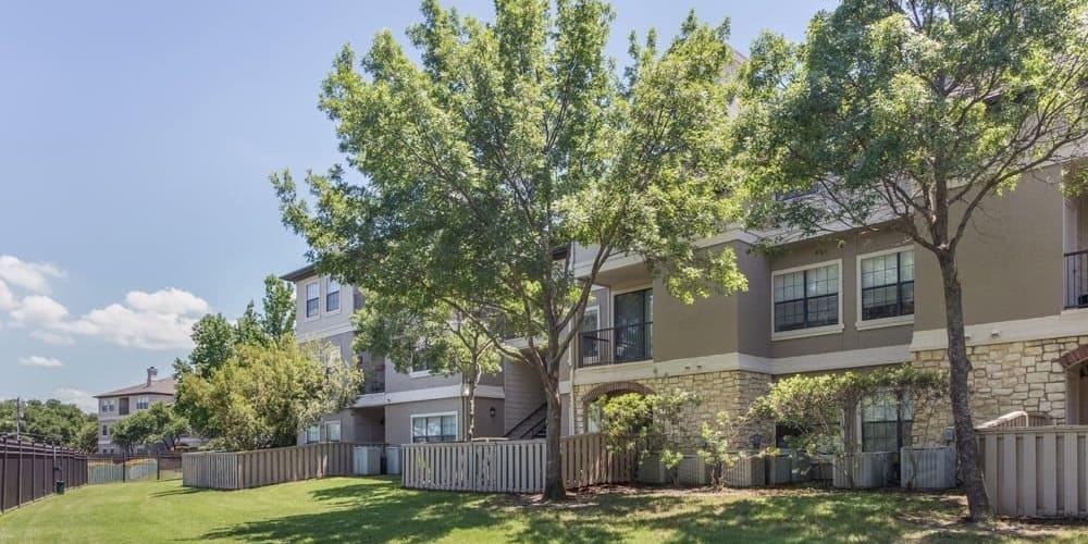Private patios at The Verandas at Timberglen in Dallas, Texas
