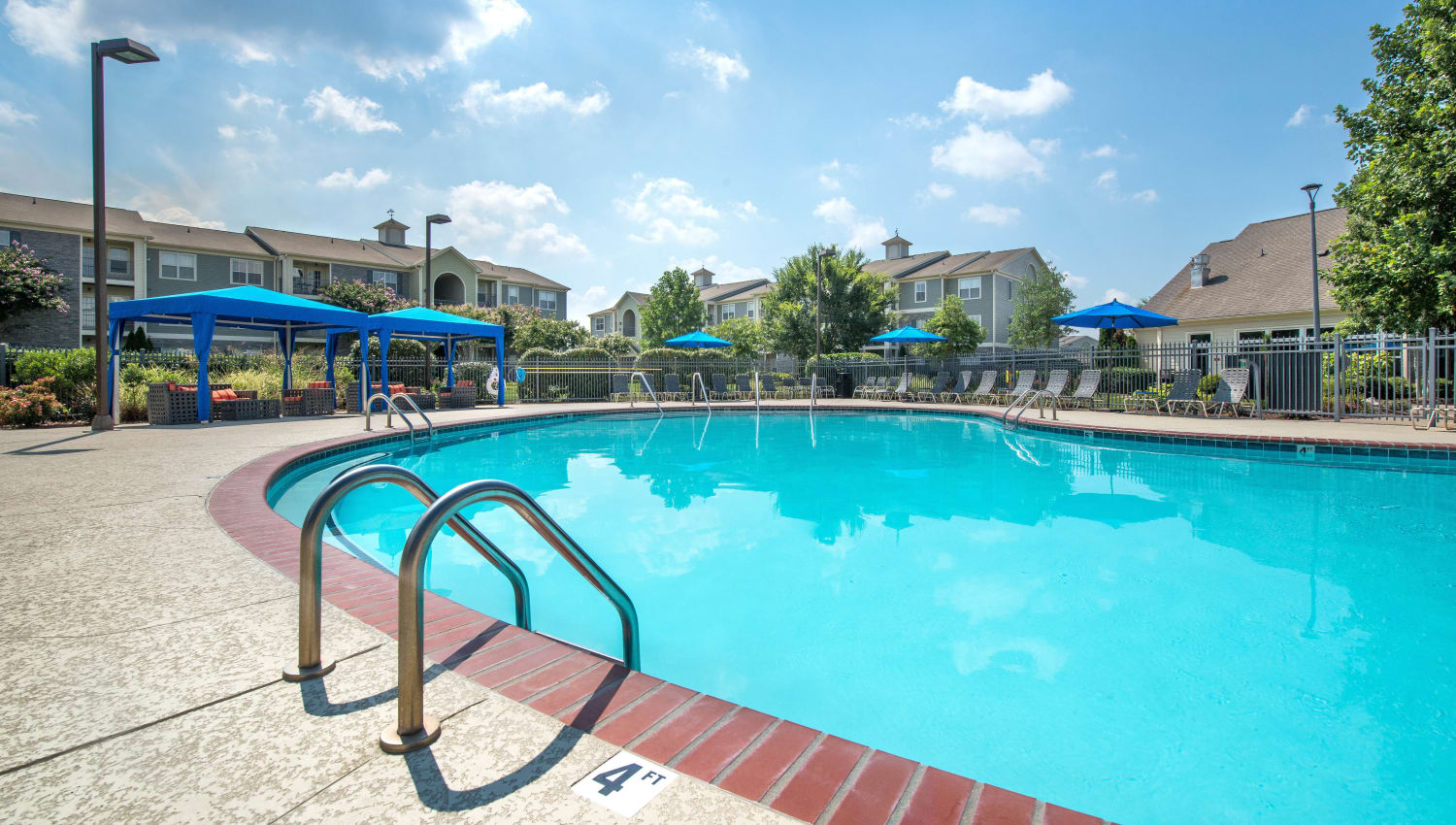 Large pool at Olympus Hillwood in Murfreesboro, Tennessee