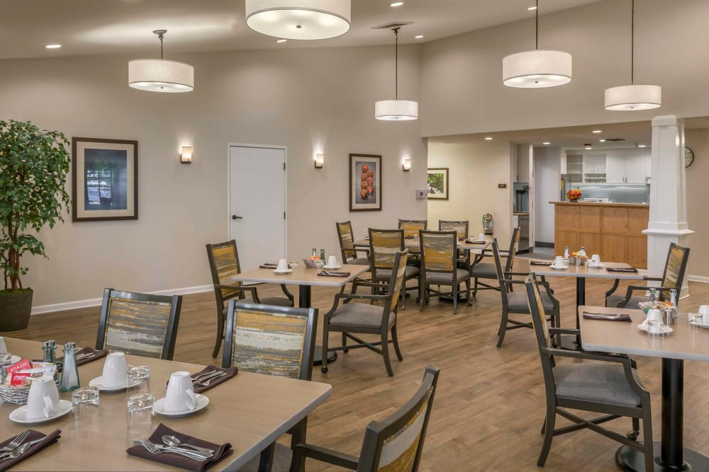 Stylish dinning area at The Springs at Clackamas Woods in Milwaukie, Oregon