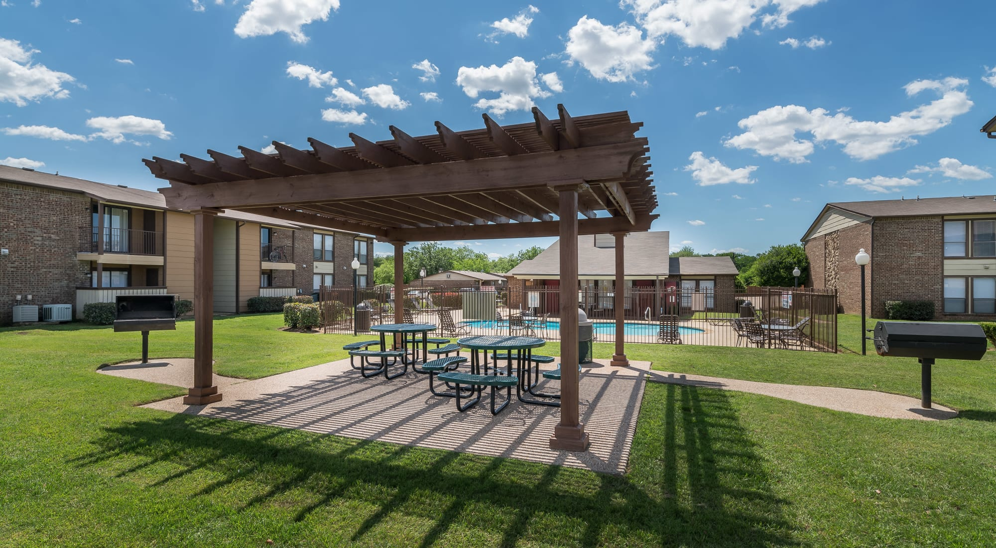 Reviews of 8500 Harwood Apartment Homes in North Richland Hills, Texas