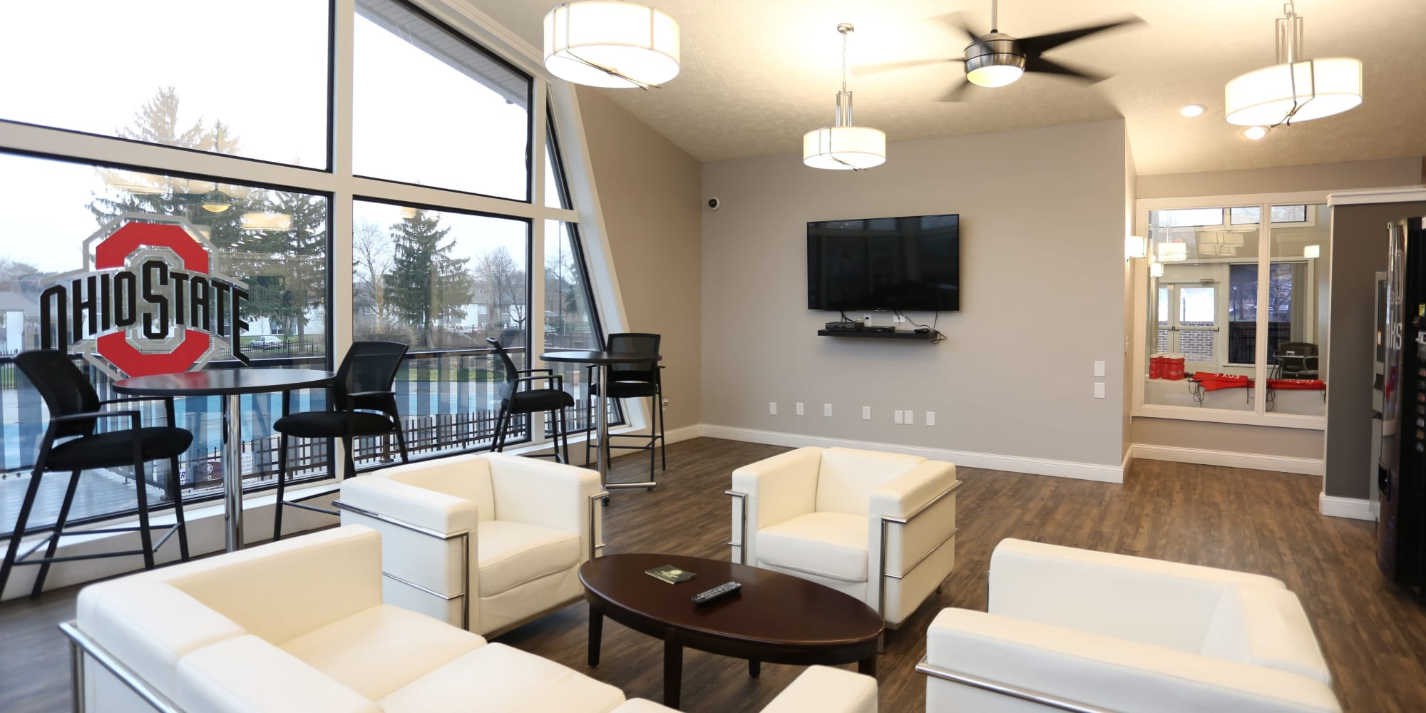 Community lounge at Fox and Hounds Apartments in Columbus, Ohio