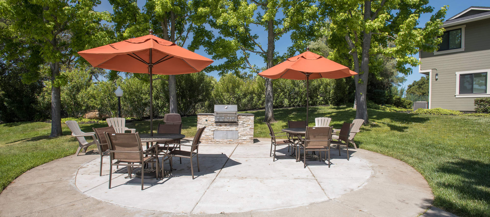 Community barbecue area at Ridgecrest Apartment Homes in Martinez, California