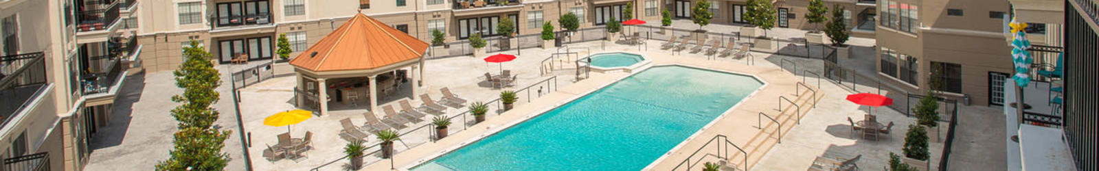 Schedule a tour at Chateau de Ville in Farmers Branch, Texas