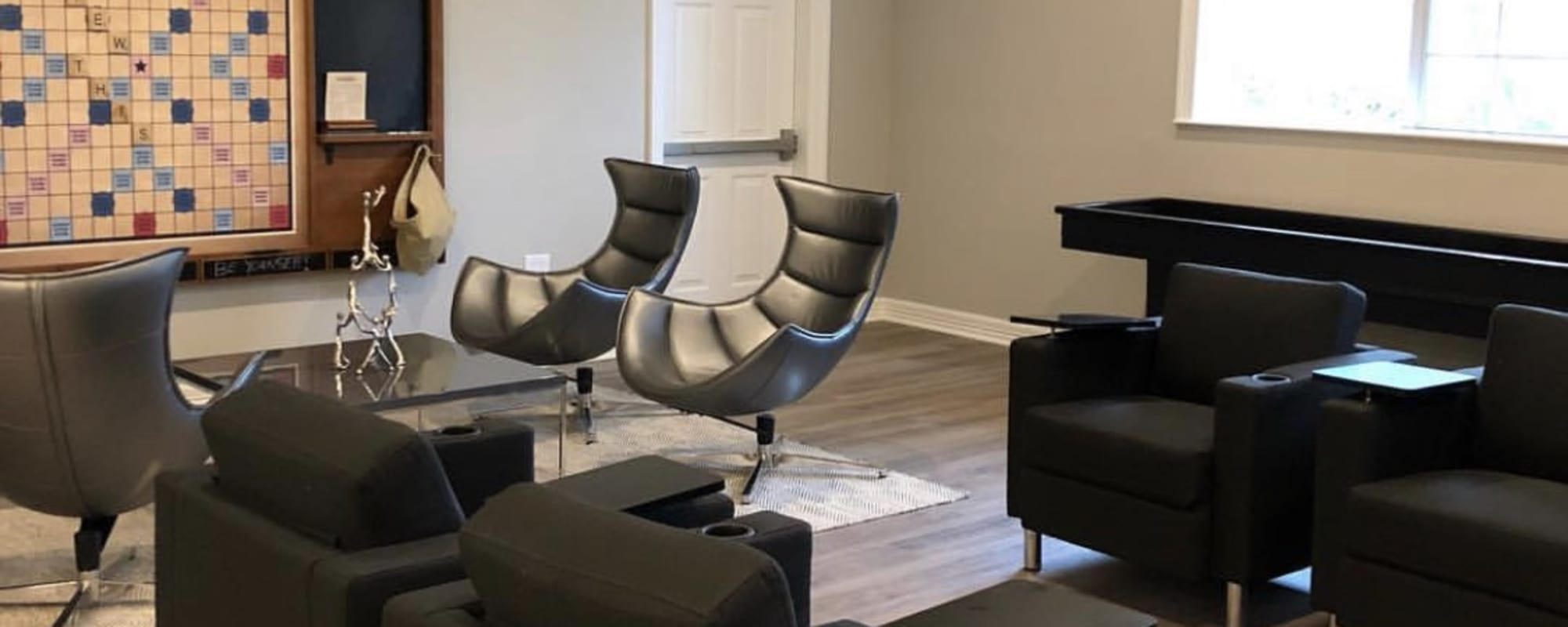 Community lounge for residents at The View at Encino Commons in San Antonio, Texas