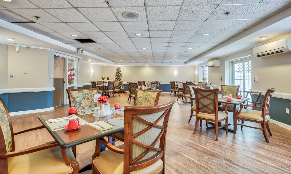 Comfortable dining at Smithfield Woods in Smithfield, Rhode Island