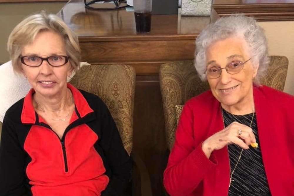 Two happy seniors at Villas of Holly Brook Effingham in Effingham, Illinois