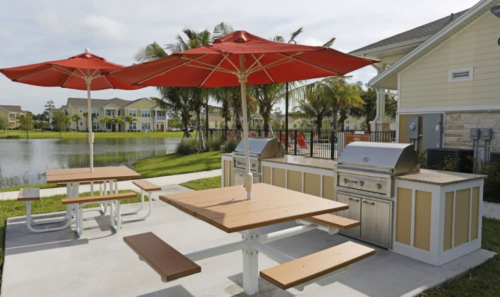 Grill and outdoor seating at Springs at Six Mile Cypressin Fort Myers
