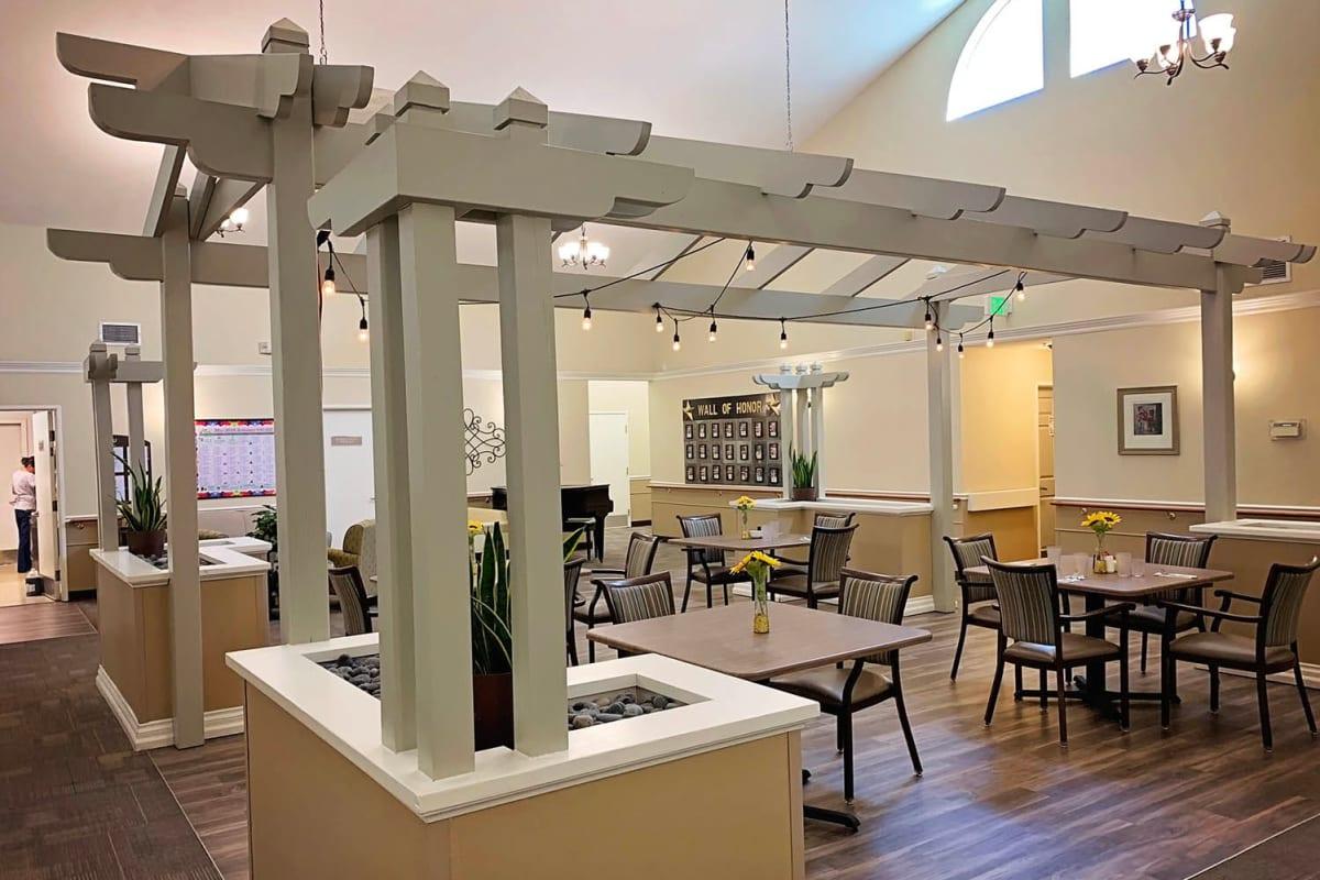 A second dining room at Farmington Square Salem in Salem, Oregon
