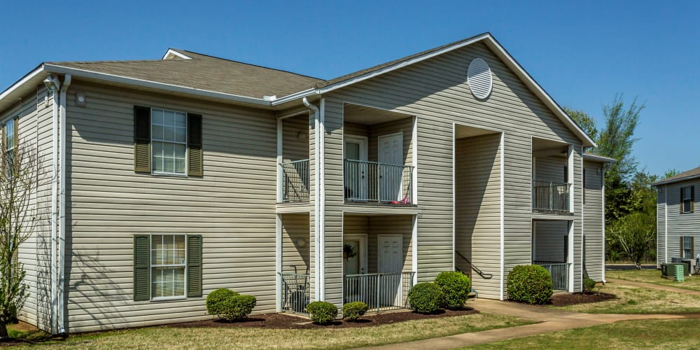 Exterior of apartments at Park Ridge Apartments in Jackson, Tennessee