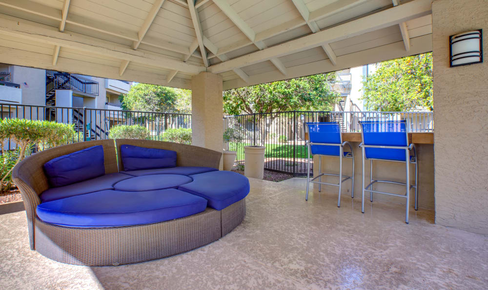 Apartments with an outdoor hangout area in Tempe, Arizona