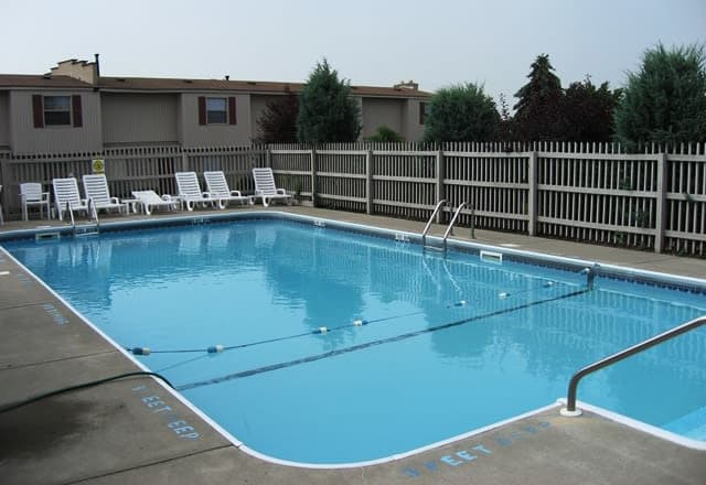 Saddle Club Townhomes offers a swimming pool in Liverpool, NY