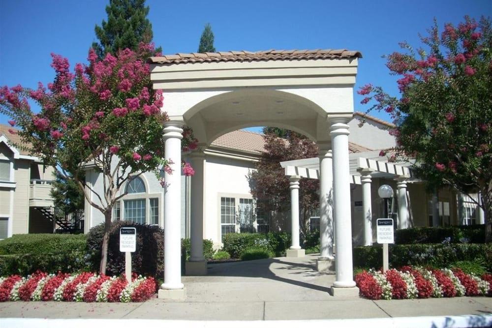 Main entryway to Shaliko in Rocklin, California.