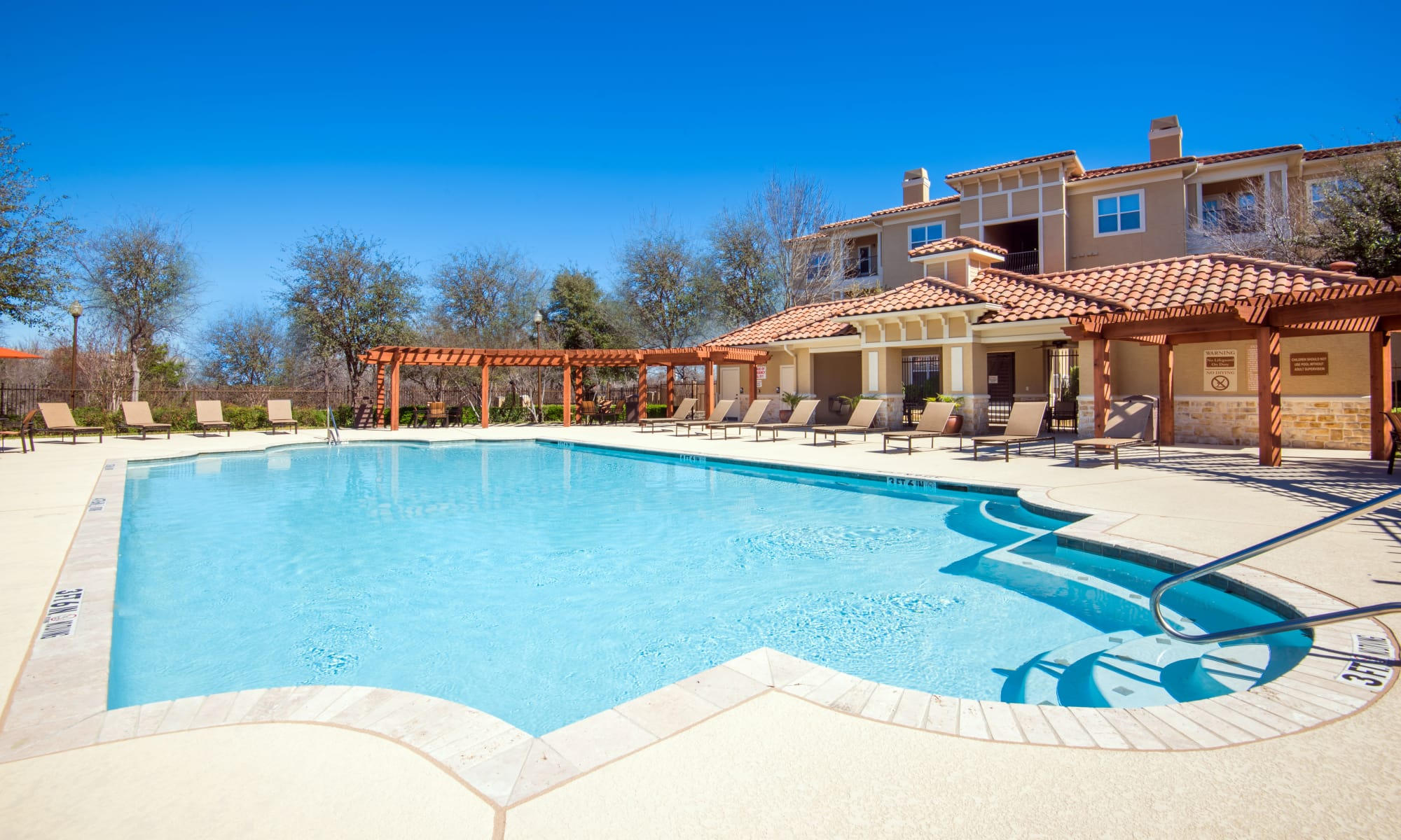 Apartments at Estancia at Ridgeview Ranch in Plano, Texas