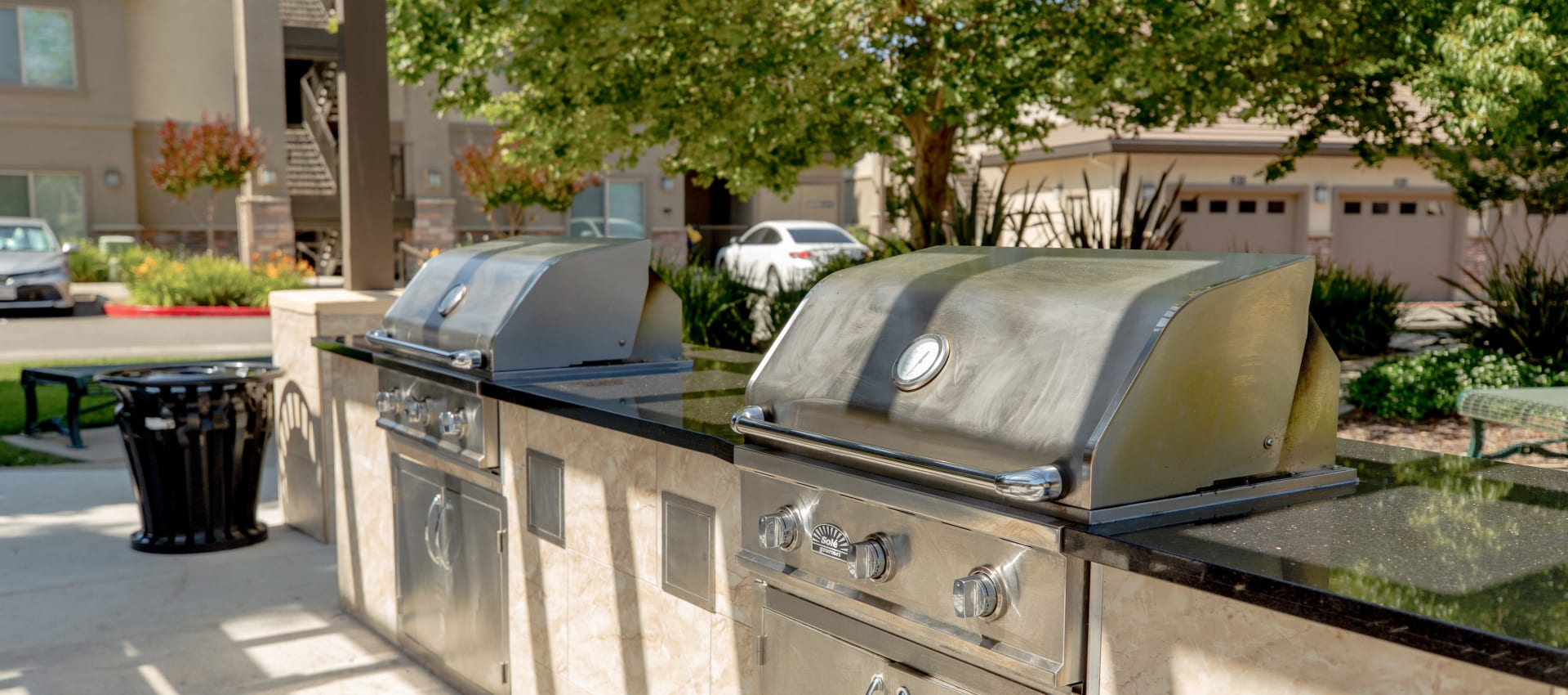 Community grills at Wolf Ranch Condominium Rentals in Sacramento