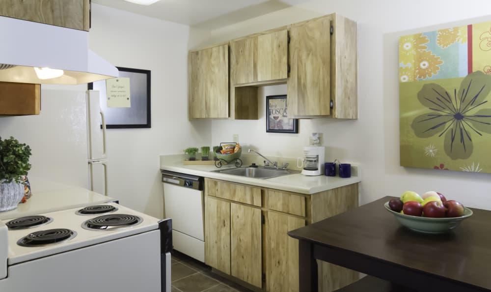 Callaway Apartments 1 Bedroom apartment dining room