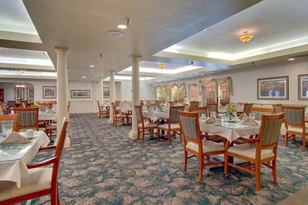 The dining room at Brentwood at Niles