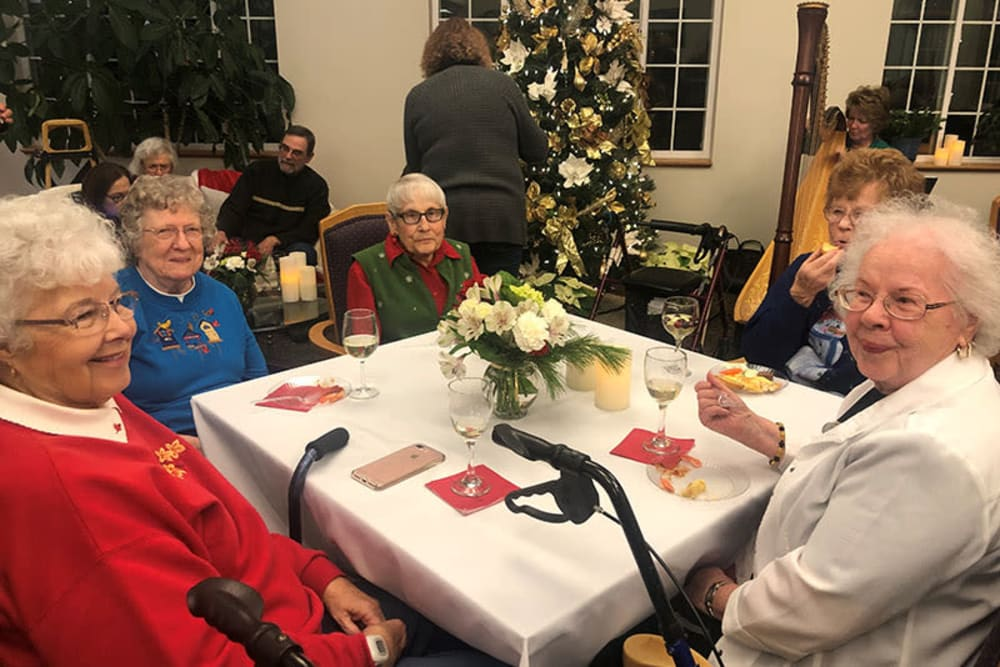 Residents eating a holiday meal at Glenwood Place in Marshalltown, Iowa.