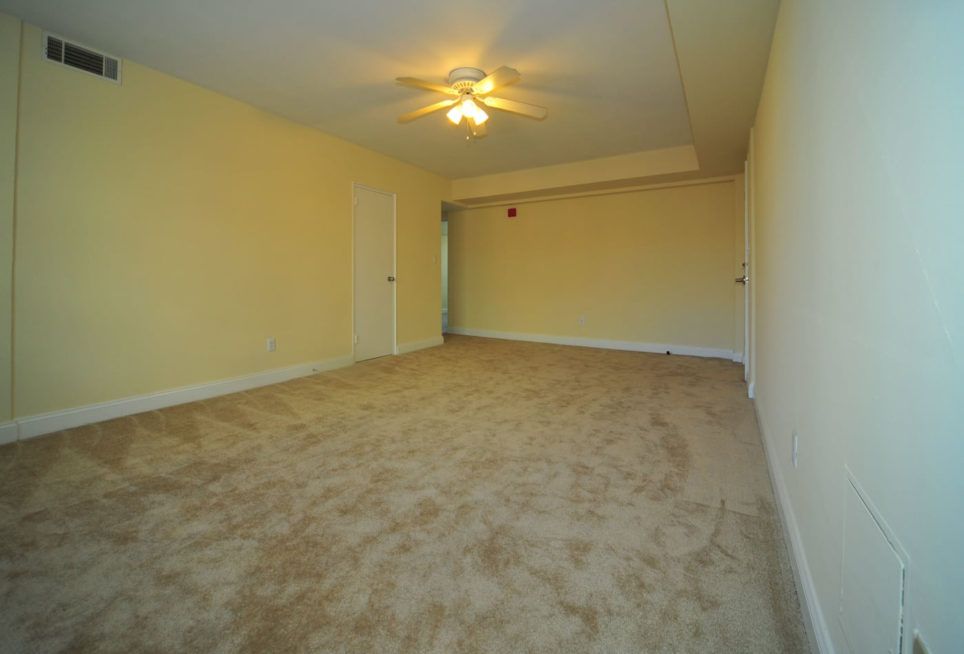 Large carpeted living room at Montgomery Arms Apartments