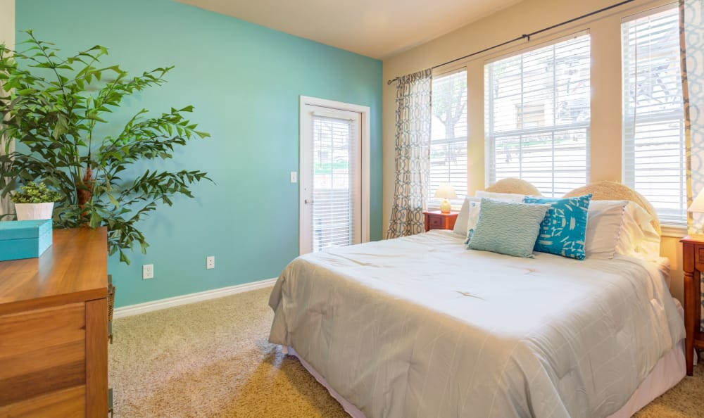 A spacious bedroom at Resort at University Park